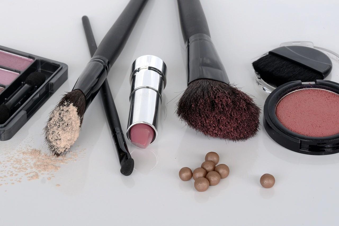 6 sposobów na przedłużenie trwałości kosmetyków do makijażu